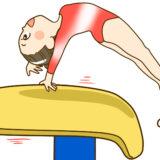 跳馬をする女子体操選手